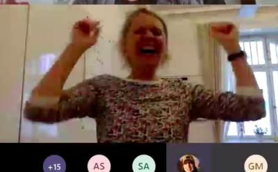 Dorothee Wiebe lacht im remote Workshop